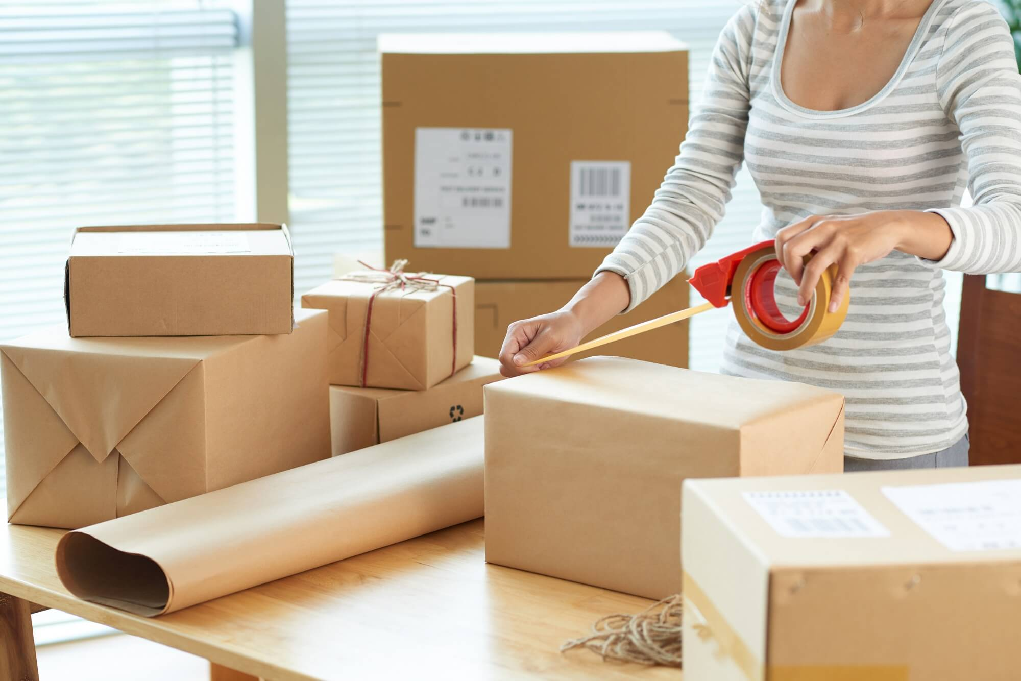 ekonomiczna pakowanie przesyłek w karton