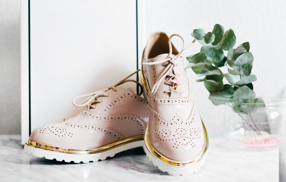 jak wysłać buty kurierem
