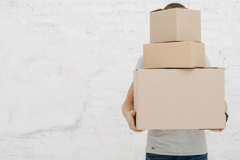 pakowanie paczek do wysyłki