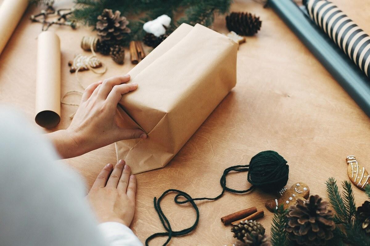 pakowanie świątecznej przesyłki